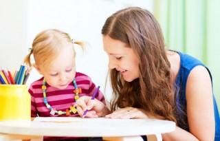 Cum alegi persoana potrivită ca babysetter pentru copilul tău