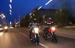 noaptea pe motocicleta